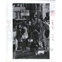 1990 Press Photo Students evacuated from school. Air Pollution, Houston