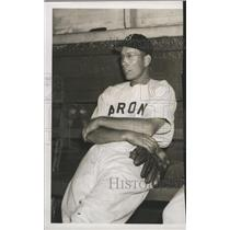 1946 Press Photo Birmingham Barons Baseball Player Carmel Castle Rests In Dugout