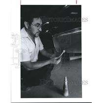 1992 Press Photo Joe Torres, Grissom Bros. Auto does Air Pollution Test Houston