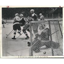 1974 Press Photo Houston Aeros Hockey Team, Puck Scoots - hca04270