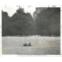 1972 Press Photo Youngsters playing in Addicks Reservoirs in west Harris County