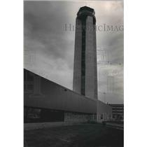 1986 Press Photo Mitchell International Airport's control tower, Milwaukee