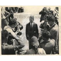 1938 Press Photo Aviator Douglas Corrigan arrives in NY on SS Manhattan