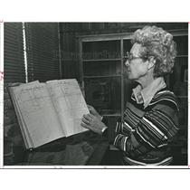 1980 Press Photo Villa Mae Williams views historical document, Anahuac, Texas