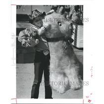 1982 Press Photo Jody Lezak wins big, Austin County Fair, Texas - hca06594