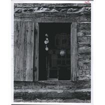 1978 Press Photo Wind-chime in Window of log building in Aquarena Springs, Texas