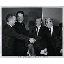 1967 Press Photo UAW Ford Malcome Walter Ken Bnnon talk