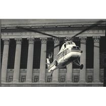 1987 Press Photo Helicopter Takes Off In Front Of Courthouse In Milwaukee