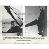"""1992 Press Photo Desiner Howard """"Buddy"""" Foote Jr., Tests Berkut Aircraft"""