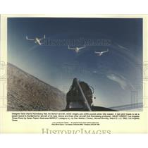 1992 Press Photo Designer Dave Harris Ronneberg Flies his Berkut Aircraft