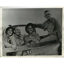 1942 Press Photo Four Members of the crew flew with Capt.Eddie Rickenbacker
