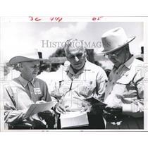 1960 Press Photo Officials at Bay City, Texas - hca10041