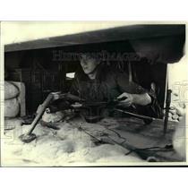 1968 Press Photo Pfc Vance Burbridge manning forward position in Vietnam