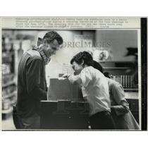 1973 Press Photo Vietnam War POW Release Shopping