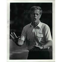 1986 Press Photo Dave Adolph, defensive coach for the Cleveland Browns