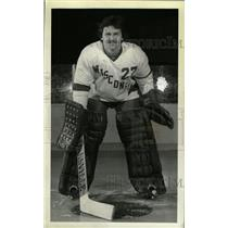 1980 Press Photo Goalie Roy Schultz in Wisconsin unifrm - RRW73933