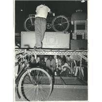 1965 Press Photo Auctioneer Bid Parent Bikes - RRV63111