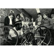 1977 Press Photo John Palmer Patrolman Engrave Bicycle - RRW05255