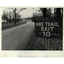 1977 Press Photo Salt Creek riders pedal bike trail - RRW05251