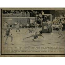 1973 Press Photo Ball elude Mary Jo Doppler Volley ball - RRW64879
