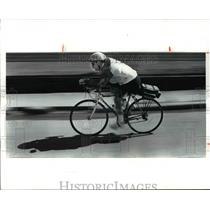 1991 Press Photo Mike Hess gearing up for Charity ride on southerly rt. to Calif