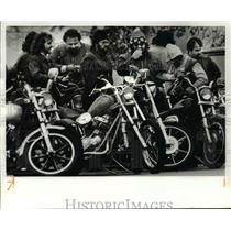 1981 Press Photo Motorcycle Hells Angels at funeral home - cvb65793
