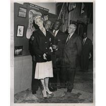 1959 Press Photo M. McDermott Jessie Owens R. Metcalfe - RRW24645