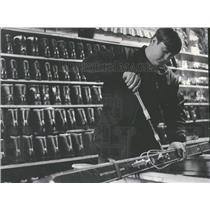 1968 Press Photo Tnhunder Mountian Rental Shop Attendan
