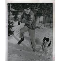 1959 Press Photo Gene Kotlarek Duluth Jump Dog Olympic - RRW83041