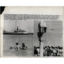 1965 Press Photo Aquatic Beach Summer Swimmers Chicago - RRW92071