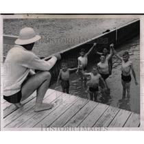 1958 Press Photo Outdoor Swimming Instruction Class - RRW02599