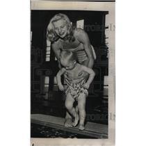 1952 Press Photo Zoe Ann Jensen American Diver Swimmer - RRW73787