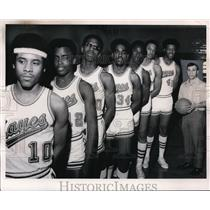 1971 Press Photo Max Hayes High Lakers Basketball team with their coach