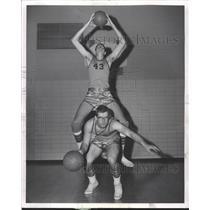 1963 Press Photo Lake Forest High School workout Weigel - RRW50931