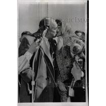 1959 Press Photo Pancake Race Mary Collingwood Evans - RRW22427