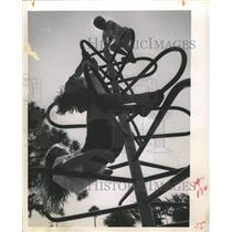 1963 Press Photo Azalea youth center Monkey Bar Agile - RRX86823