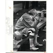 1980 Press Photo Don Cockroft sits on bench after missing 54 yd field goal
