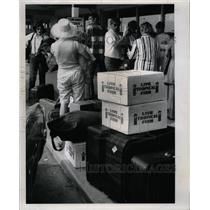 1970 Press Photo jet engines luggage Crowd - RRY57367