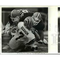 1991 Press Photo The Brown's Anthony Pleasant sacks Boomer - cvb55182