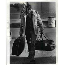 1982 Press Photo Mike Baab reports to training camp he is the Browns Center