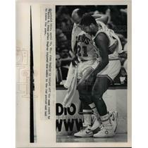 1986 Press Photo Richfield Ohio-John Bagley helped off court by World Be Free.