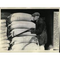 1938 Press Photo William Dock Radio Invasion Mars - RRX61641