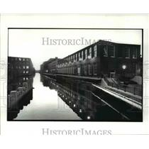 1987 Press Photo Canal Place Housing in Lowell Massachusetts - cvb24186