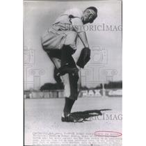 1942 Press Photo Brookline Dodger Rookie Lefty Joe Hatton Pitches in AL