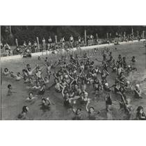 1936 Press Photo Children flock the Liberty Park Pool to beat the summer heat