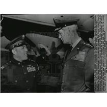 1955 Press Photo Gen. Charles Partridge welcomed to Taiwan by Gen. Wang Shu-Ming