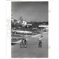 1972 Press Photo Kids ride bikes in Lakes area in Northridge - mjb66906
