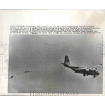 1966 Press Photo Charles Alexander demonstrates new parachute rescue technique