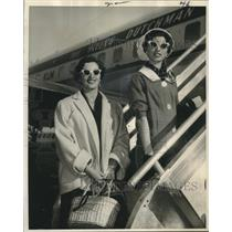 1959 Press Photo Sisters Leave New York International Airport for Amsterdam