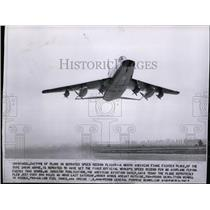 1955 Press Photo North American F100C fighter plane set for speed record flight